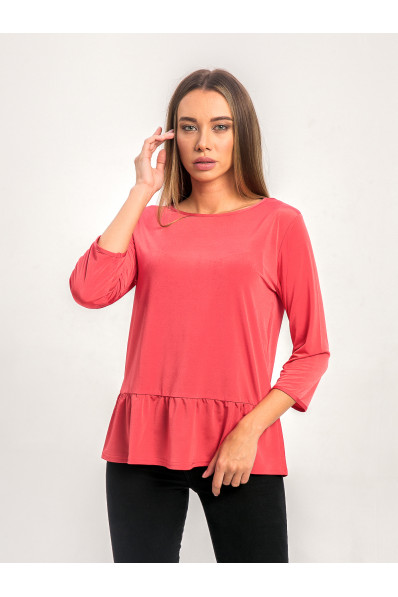 1022-1 - Эффектная блузка прямого силуэта из шелковистого полотна с эффектом блеска. Рукав длиной  7/8. По низу притачана широкая оборка.