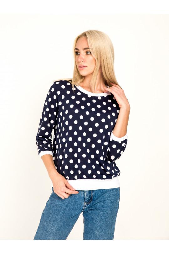 1041-1 - Стильная блузка в горох с рукавами 3/4  выполнена из пластичного полотна. Горловина, рукава и низ изделия отделаны белыми манжетами. В боковых швах притачного пояса небольшие разрезы.