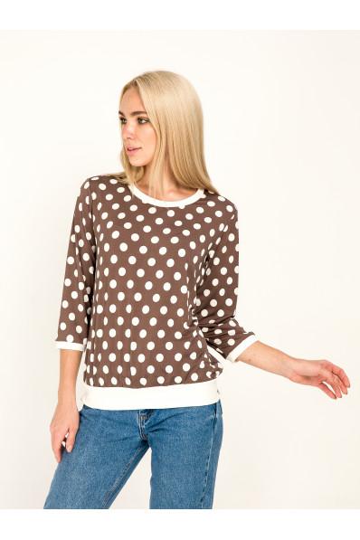1041-2 - Стильная блузка в горох с рукавами 3/4  выполнена из пластичного полотна. Горловина, рукава и низ изделия отделаны белыми манжетами. В боковых швах притачного пояса небольшие разрезы.