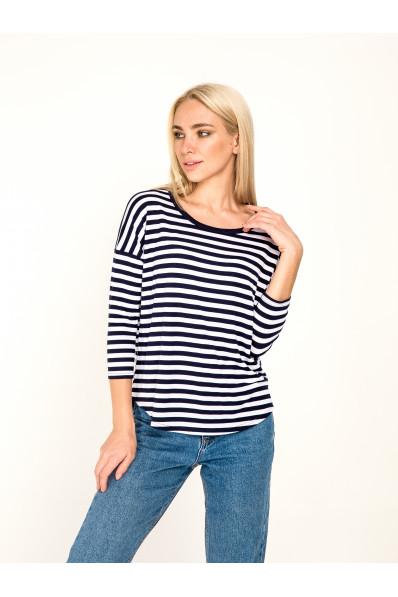 1051 -  Эта блузка свободного покроя с удлиненным плечевым швом станет Вашей любимой вещью в гардеробе. Низ переда и спинки скруглен, спинка удлиненная, рукав 7/8. Плечевой шов смещен на спинку, образуя видимость кокетки.