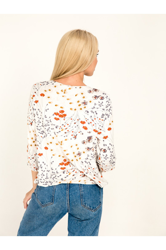 1061-1 - Блузка из легкого вискозного полотна с рукавом 3/4. Низ блузки и рукава собраны на резинку. Горловина обтачана бейкой, завязывающейся спереди.