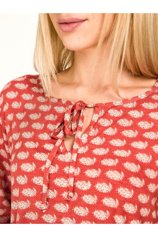 1061-2 - Блузка из легкого вискозного полотна с рукавом 3/4. Низ блузки и рукава собраны на резинку. Горловина обтачана бейкой, завязывающейся спереди.