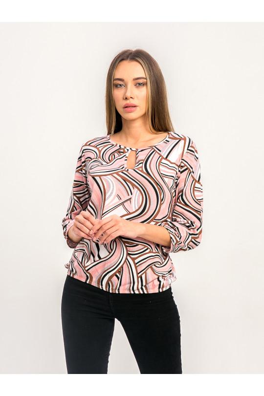 1071-3 - Блузка из хлопкового полотна с рукавом 3/4. Низ блузки и рукава собраны на резинку. Горловина обтачана бейкой с фигурным вырезом на полочке.