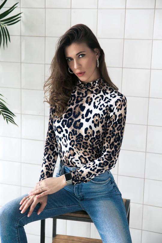 """19101 - Эффектная блузка из шелковистого полотна покроя реглан и принтом """"леопард"""". Воротник стойка."""