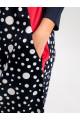 20101 -   Платье, комбинированное из гладкого и набивного полотен,  имеет форму тактичного баллона, зауженного за счет вытачек по низу. Цветные вставки на полочке от горловины в боковой шов обеспечивают зрительное удлинение силуэта и притягивают взгляд