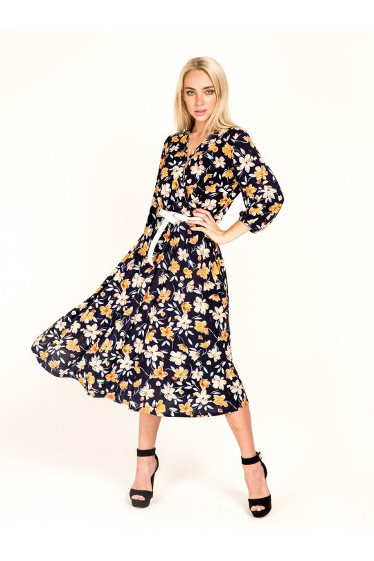 2062-2 - В этом платье из струящегося полотна с красивой  набивкой можно отправляться куда угодно: на работу, в гости, в театр. Красивый вырез-запах, зафиксированный строчкой, рукав 3/4