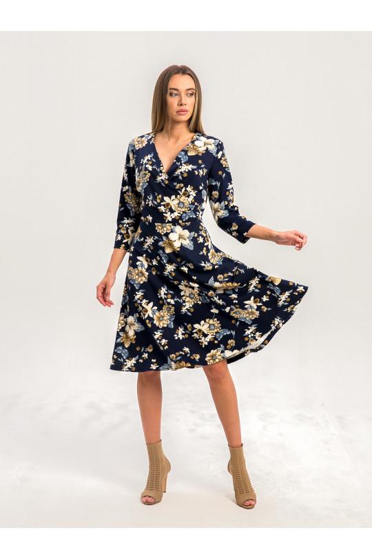 2072-2 - Платье за колено с расклешенной юбкой и запахом на груди выглядит довольно легким и изящным, хотя выполнено из полотна средней плотности.