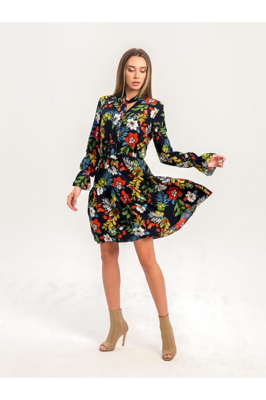 2081 - Яркое воздушное платье с разлетающейся юбкой, резинкой на поясе, завязками на шее и необычными рукавами - именно то, что нужно, чтобы привлечь внимание окружающих.
