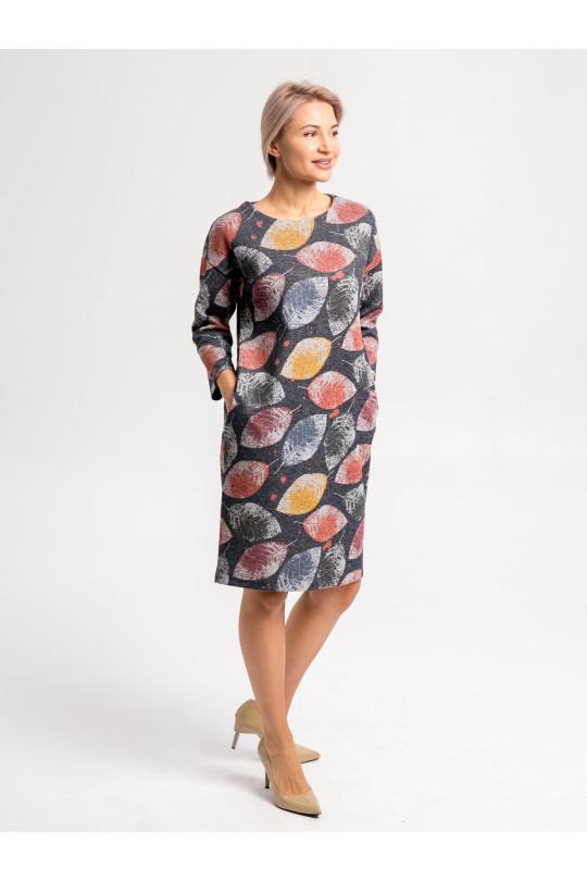 29102 - Платье свободного силуэта выполнено из плотного меланжевого полотна с эффектной набивкой. Плечо спущено, свободный рукав 3/4, в боковых швах карманы.