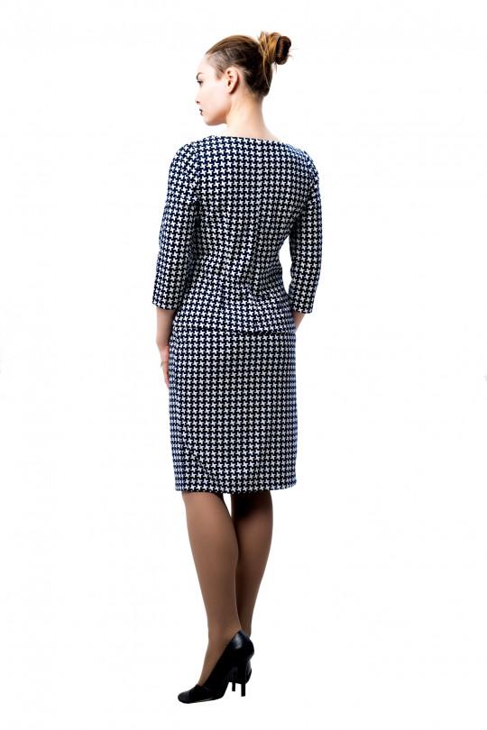 """5991 - Прямая юбка слегка зауженного силуэта длиной до середины колена из полотна с набивкой """"пье-де-пуль""""- прекрасно сочетается с однотонным верхом или джемпером такого же рисунка."""